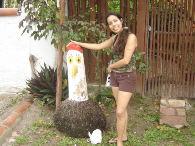 032-van-escultura-de-galinha
