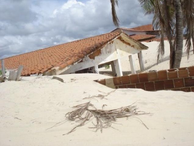 746-5o-dia-passeio-de-buggy-pelas-dunas-de-genipabu-casas-soterradas-pelas-dunas