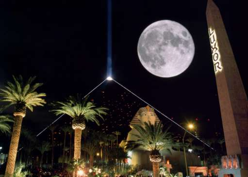 luxor-hotel-exterior-night-full-moon-obelisk.tif.image.511.365.high