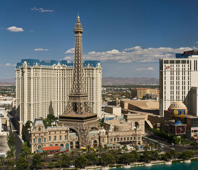 800px-The_hotel_Paris_Las_Vegas_as_seen_from_the_hotel_The_Bellagio