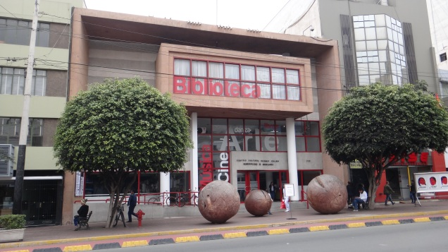 85 Biblioteca Av. Larco